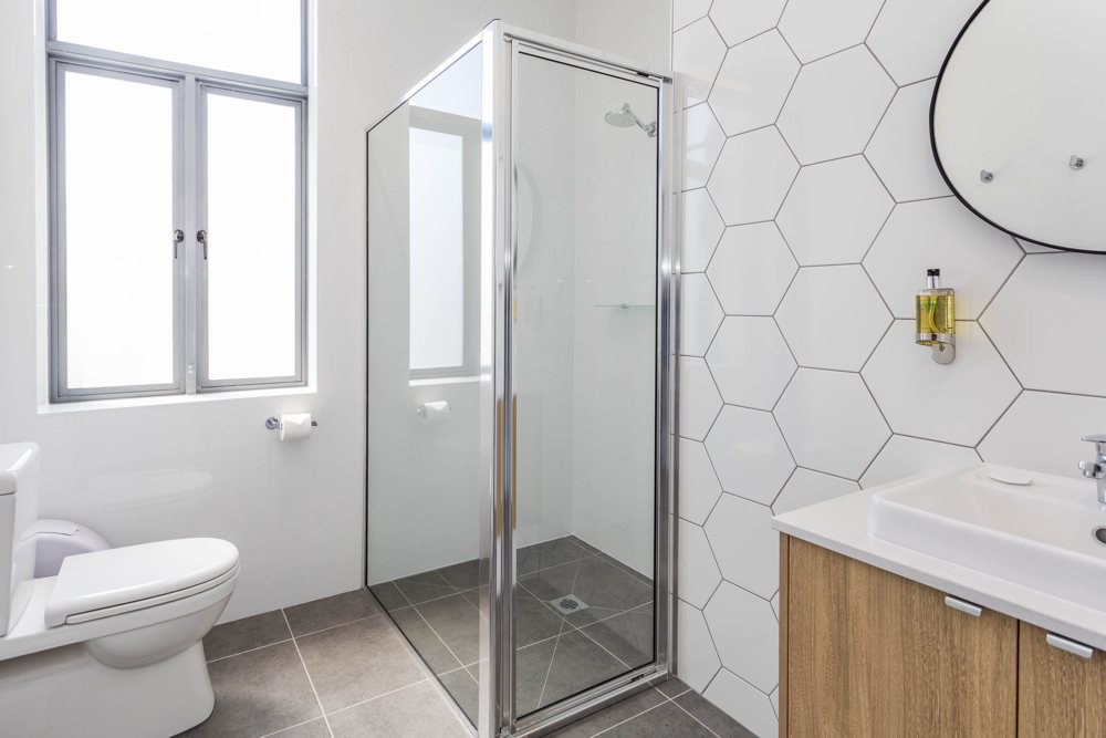 suite 2 shower